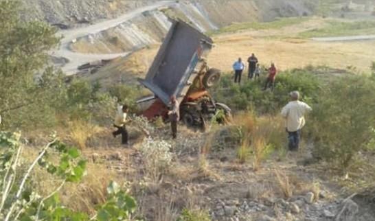 Freni patlayan traktör şarampole devrildi: 3 yaralı