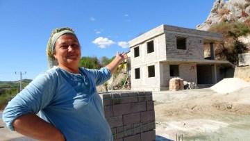 Yangın mağduru aileler yeni evlerine kavuşacakları günü iple çekiyor