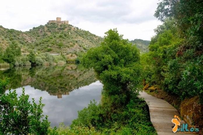Passadiço do Alamal e vista sobre o castelo