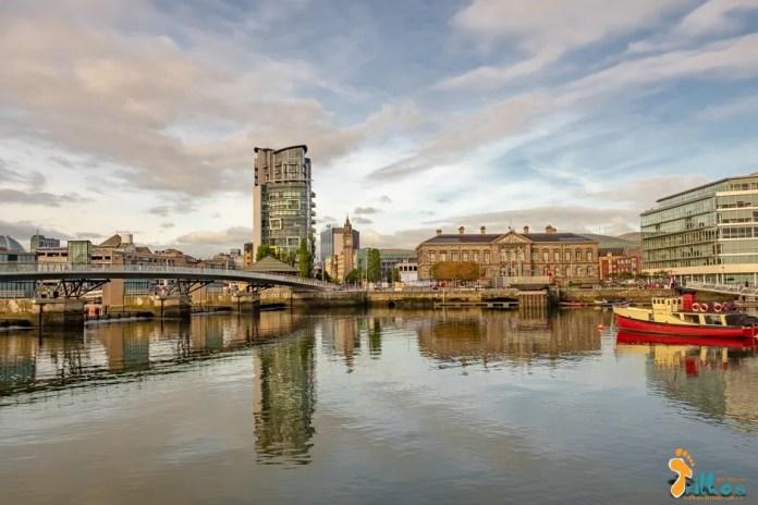 Rio Lagan, e o waterfront, em Belfast, na Irlanda do Norte