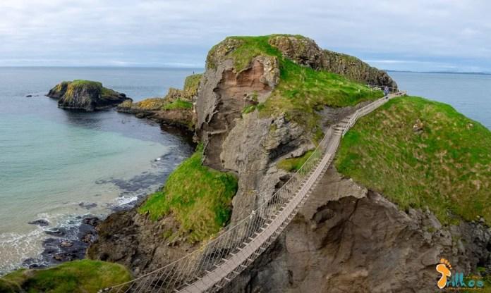 A ponte de cordas de Carrick-a-Rede, na Irlanda do Norte