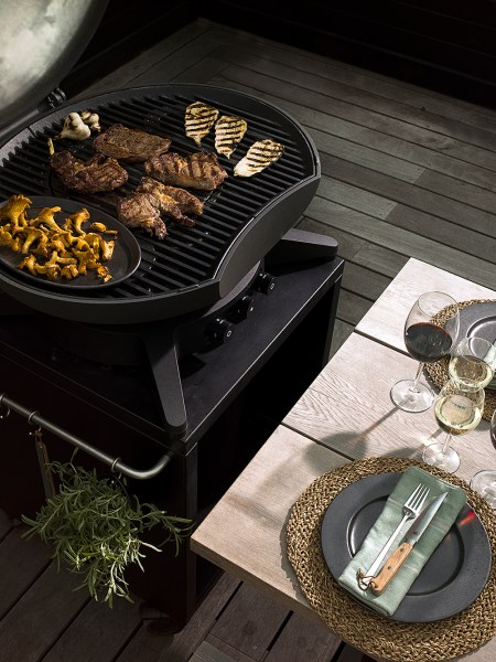 morso forno gas grande bbq at the table