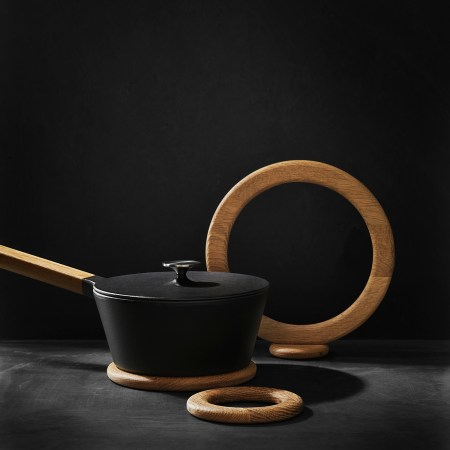 Morso Kit Oak Trivet with saucepan