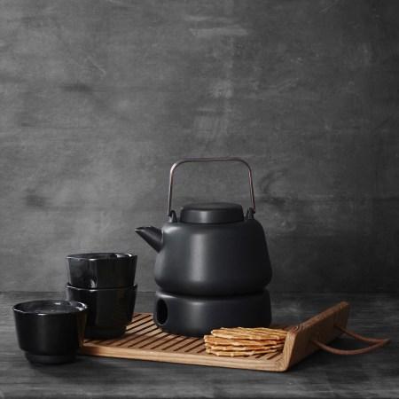 morso plateau teapot on wooden tray