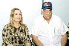 O presidente do Laticínio Davaca e do Sindicato das Indústrias de Laticinios do Estado da Bahia(SindiLeite), Lutz Viana com sua esposa Joana Angélica, na 32 ª Festa do Vaqueiro em Ibirapuã;