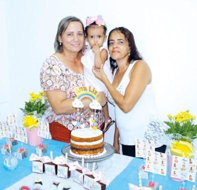 Ana Liz com suas avós Nalva Oliveira e Zenilda Franco no seu aniversário de um aninho