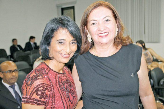A presidente da CDL, Maria d'Ajuda Baldrae, e Lucimélia Garcia, presidente da ACE de Teixeira de Freitas