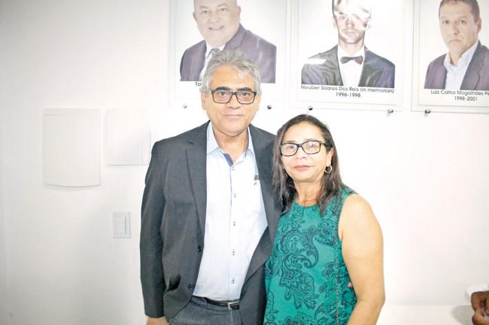 O empresário e proprietário da Farmácia Droga Rio, José Cardoso, com sua esposa Lírbia Ferraz, na inauguração da sede própria da ACE e posse da nova diretoria