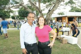 O vereador e presidente da Câmara de Guaratinga, Jardel Galvão, com sua esposa Arlinda Pires durante visita do governador Rui Costa em Eunápolis para assinar ordens de serviços