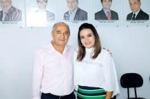 O diretor do Jornal Osollo, Jadilson Moraes e a presidente da ACE, Jessyluce Reis, no evento da divulgação do destaque empresarial de Teixeira de Freitas