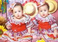 As lindas princesas, Lara e Heloísa Marques Santana, pousando para essa coluna já em clima de São João!!