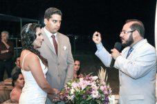 O pastor Adson Pituba celebra o casamento de Zeila Moraes e Rodrigo Oliveira