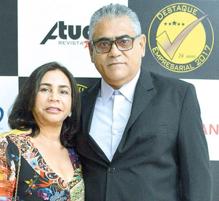 O empresário e proprietário da Farmácia Droga Rio, José Cardoso, e sua esposa Lírbia Ferraz no evento do destaque empresarial de Teixeira de Freitas