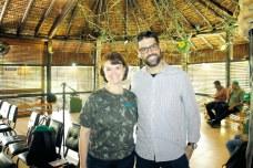 A coordenadora de RPPN da Veracel, Virgínia Camargos, e o diretor da Agência Villaça, Alan Villaça, no encontro de imprensa regional na Veracel, em Eunápolis