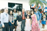 O prefeito de Mucuri, dr. Carlos, e a primeira-dama Cleudi Simões, com seus amigos e parceiros no evento solene de inauguração da subprefeitura de Itabatã