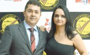 O gerente regional do Sebrae, Alex Brito, e sua esposa Maxsoely, no evento do destaque empresarial de Teixeira de Freitas