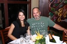04- O gerente geral do Porto Seguro Eco Bahia, Helio de Paula e a namorada Gabriela