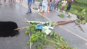 chuvas asfalto prf itapebi br 101 rodovia interditada aviso alerta eunapolis (3)
