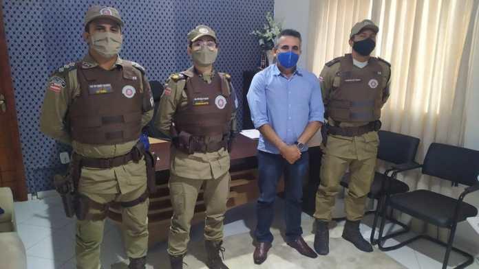 Comandante da 43ª CIPM se reúne com prefeito de Jucuruçu para tratar da segurança no município