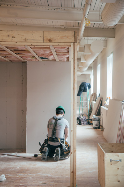Home construction in Osoyoos follows correct safety procedures.