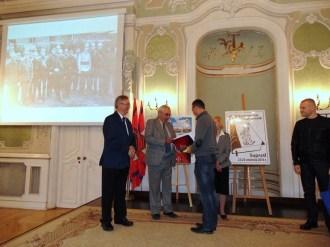 Dh Adam Panasiuk odbiera dyplom w Pałacu Branickich w Białymstoku 25-09-2016