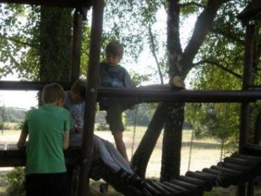 lato-2007_oboz_terapeutyczny_lq_placzabaw3_400_300_95