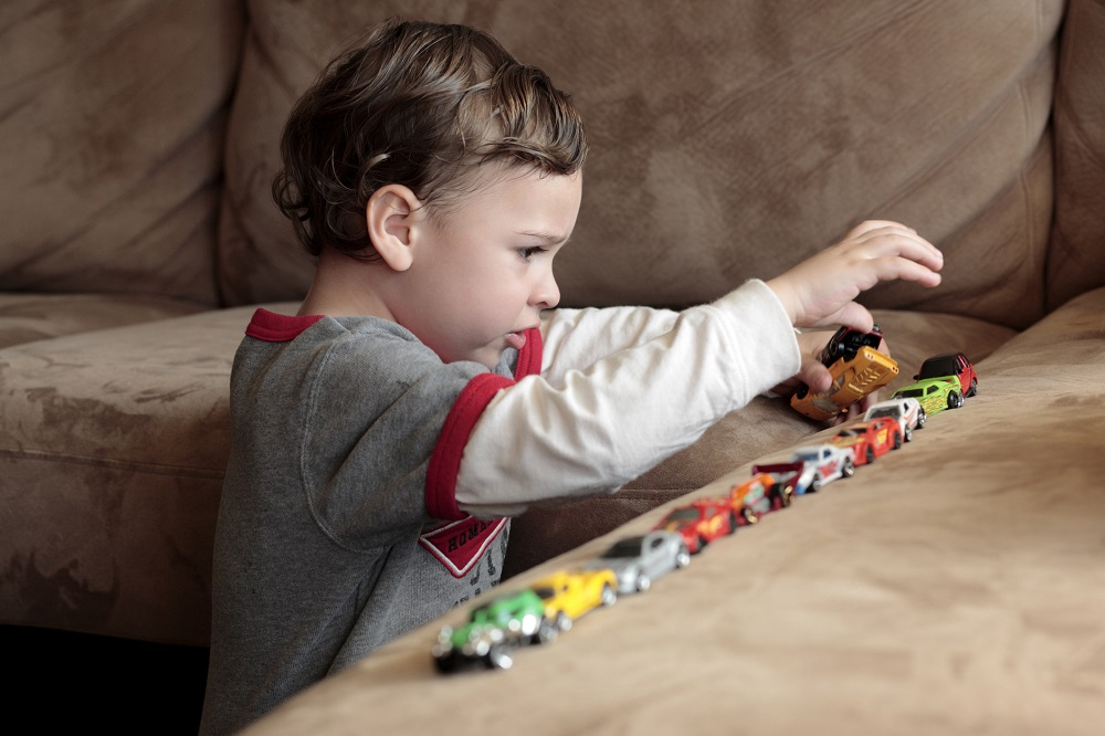 Jak rozpoznać pierwsze objawy autyzmu?