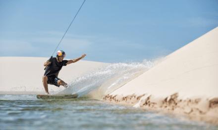 """Atletas internacionales """"surfearon"""" en el desierto del Parque Nacional Los Lençóis Maranhenses de Brasil"""