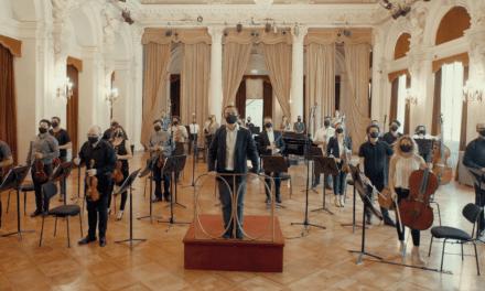 Músicos de la Orquesta Filarmónica de Santiago se reúnen para musicalizar campaña de Navidad de Falabella