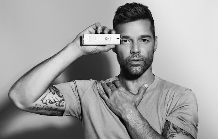 Ricky Martin sella acuerdo comercial con empresa dermocosmética Kumiko.