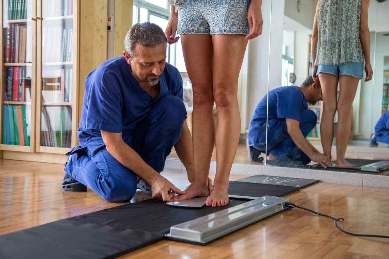 L'osteopatia agendo sulle cause, consente di modificare la attività dei regolatori posturali e di integrare le informazioni, restituendo una postura equilibrata - Osteolive, osteopata Roma