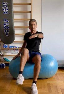 Simonetta-alibrandi-Osteopata-posturologo-personal-trainer-Lombalgia-mal-di-schiena-esercizi-efficaci-swiss-ball-core