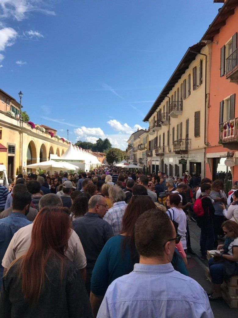 A stream of people at Cheese 2017 in Bra.