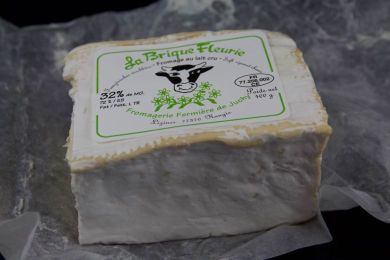 La Brique Fleurie - a bloomy Christmas cheese