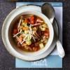 Minestrone suppe med pasta og parmesan