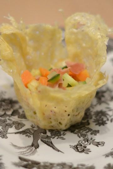 Ostekurv med grøntsagsfyld