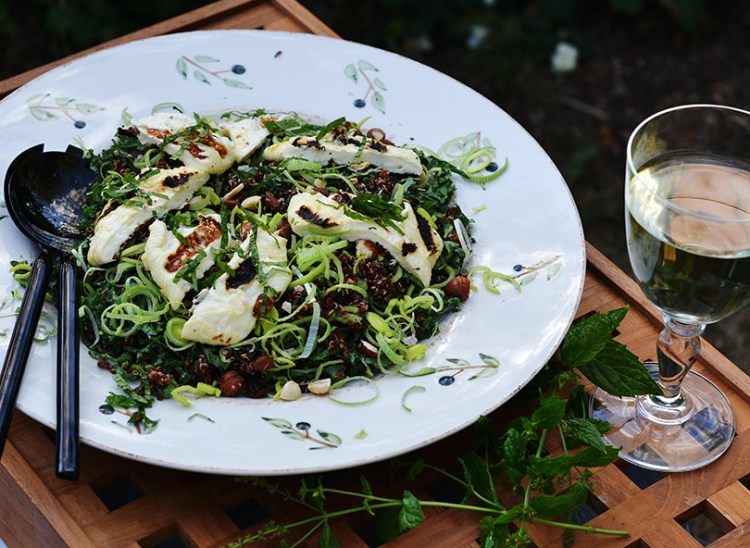 Halloumi-grillost i salat