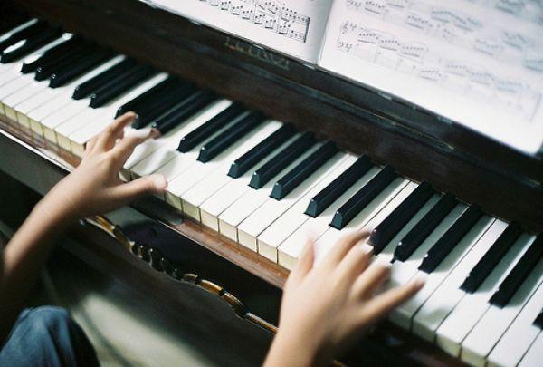 Можно ли быстро научиться играть на фортепиано?