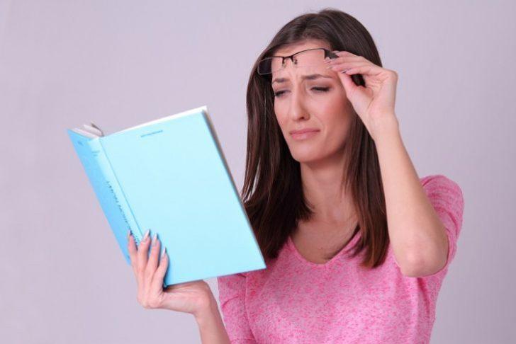 スマホ老眼とは?症状や原因は?