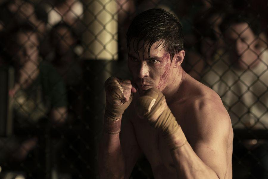 Cole em uma luta em Mortal Kombat