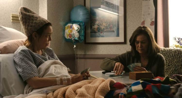 Diane e sua prima em um quarto de hospital jogando cartas
