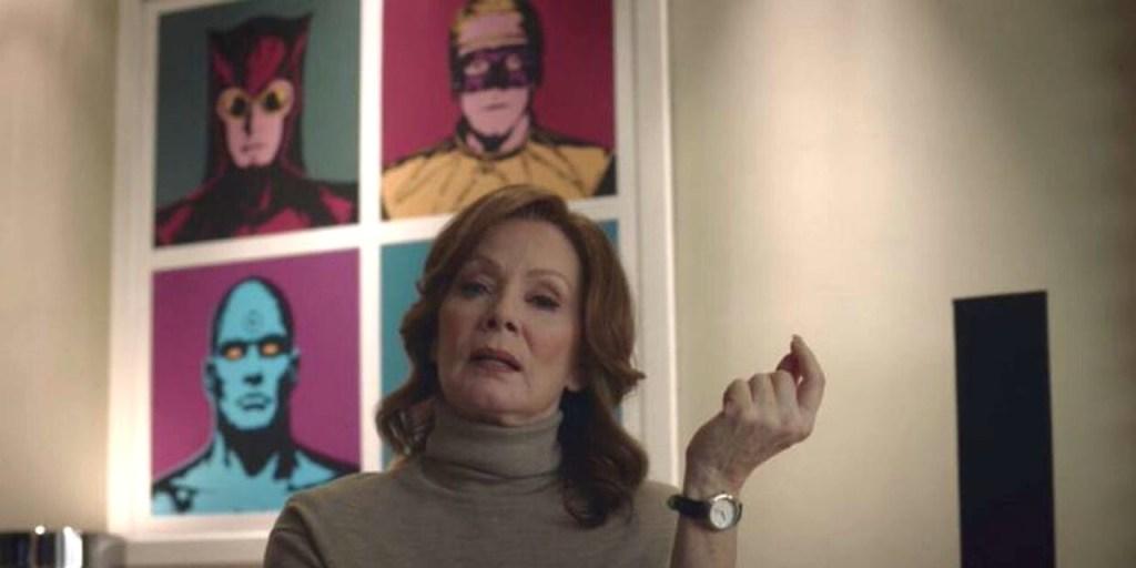 Laurie Blake em frente a um quadro com os integrantes de watchmen - Otageek