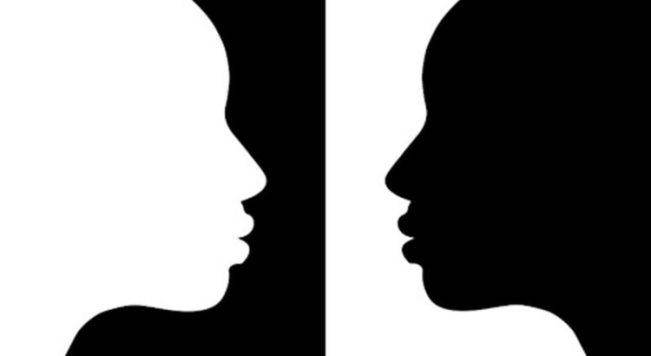 Contorno de um rosto branco em fundo preto e um rosto preto no fundo de um fundo branco