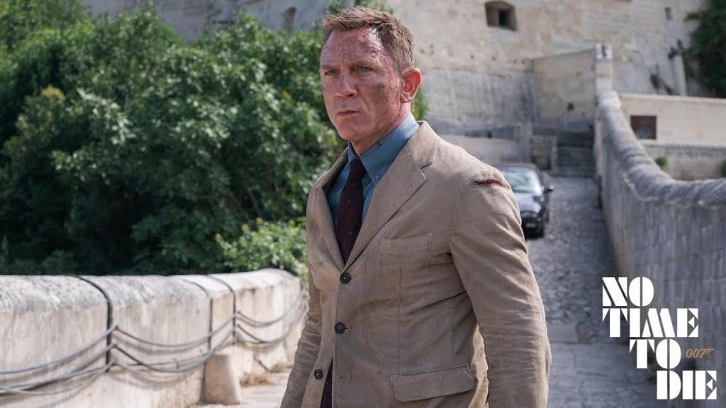 James Bond encara o cerco de inimigos se fechando em