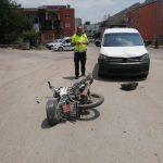 KOZAN'DA MOTOSİKLET İLE KAMYONET ÇARPIŞTI MOTOR SÜRÜCÜSÜ YARALANDI
