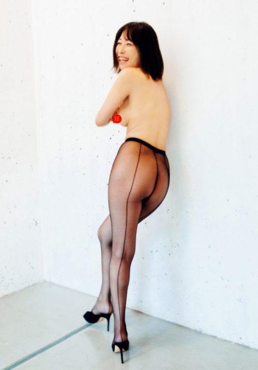 小野真弓クンが乳ネックを裸体披露!!来年1月25日に発売する最新オカズ写真集「赤い花」であげくの果てに乳ネックを解禁!!(※画像あり)