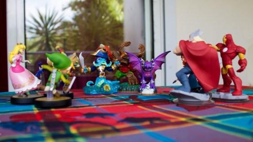 Amiibo vs Skylanders vs Disney Infinity : La bataille fait rage !