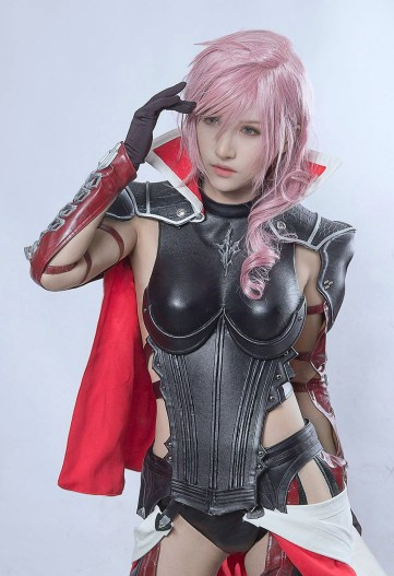 Son cosplay de Lightning est tout simplement sublime !