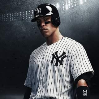 Je ne sais pas qui est ce joueur de baseball, mais j'avoue qu'il a du charisme ^^ !