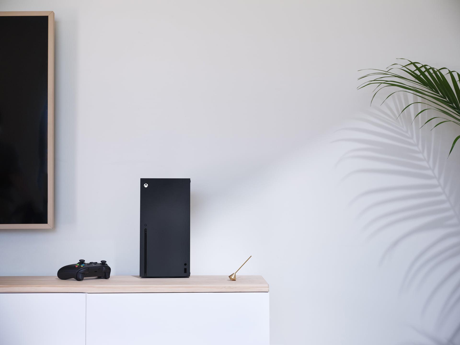 Une Xbox Series X dans un environnement épuré...